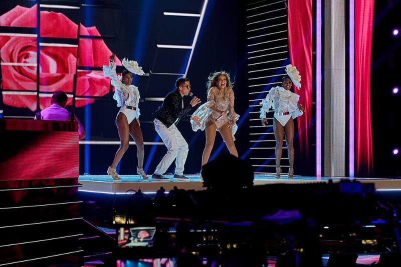 Photo of De La Ghetto y Thalía comparten escenario en Premio Lo Nuestro