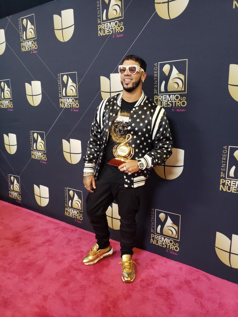 Photo of Anuel AA se lleva a casa su primer galardón de Premios Lo Nuestro